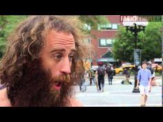 Matthew Silver es un hombre que recorre Nueva York casi desnudo haciendo y diciendo cosas que la mayoría de sus conciudadanos nunca se atreverían a hacer ni a decir; en esta ocasión en particular, predicar amor para ellos a todo pulmón.