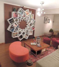 rangement pour livres en fleur, faite de boîtes (3 grandeurs) / Wow! A book shelf out of square boxes arranged in a circle. 3 different sizes --- such a fun idea!