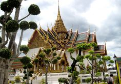 Grand Palace in Bangkok, Thailand Best Places To Travel, Places To See, Places Ive Been, Bangkok Travel, Bangkok Thailand, Implant Dentist, Cool Countries, Honeymoon Destinations