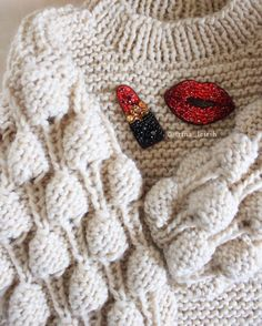 Если тебе грустно, нанеси еще немного помады и переходи в наступление. •Коко Шанель• Мастхэв этой весны #свитермалинки_irinaleirih Алые губы и красная помада♥️ Хорошего дня, дорогие! . . Свитер и броши проданы! #брошь #брошьизбисера #краснаяпомада #помада #губы #irinaleirih #fashionknit #instaknit #yarn #musthave #lookbook #shopping #best_knitters #like4like #вяжутнетолькобабушки #ручнаяработа #авторскаяработа #свитер #вяжуназаказ #picoftheday #musthave #girl #fashiongirl