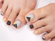 Having short nails is extremely practical. The problem is so many nail art and manicure designs that you'll find online Pedicure Designs, Pedicure Nail Art, Toe Nail Designs, Toe Nail Art, Kathy Nails, Feet Nail Design, Orange Nail Designs, Summer Toe Nails, Geometric Nail Art