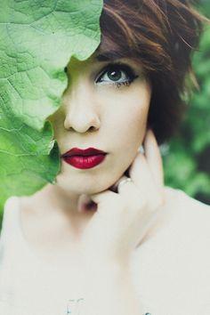 Janelle Putrich photography . Makeup . Green eyes . Nature . Self portrait .
