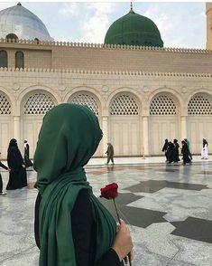 Nabi e Kareem,s sallalahoalaihiwaAlihiwasallam sweat scent is like Rose. Muslim Pictures, Islamic Pictures, Muslim Women Fashion, Islamic Fashion, Hijabi Girl, Girl Hijab, Muslim Girls, Muslim Couples, Hijabs
