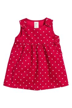 Diy Crafts - Check this out! Jumper in dotted corduroy. Shoulder straps with heart-shaped buttons. Snap fastener at one side. Lined at top. Frocks For Girls, Kids Frocks, Little Girl Dresses, Girls Dresses, Baby Dress Design, Baby Girl Dress Patterns, Frock Design, Baby Girl Fashion, Fashion Kids