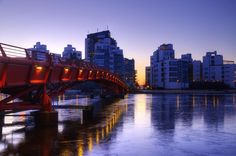Sunrise over the city by Alexander Arntsen