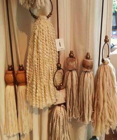 hang on curtains Yarn Wall Art, Tassel Curtains, How To Make Tassels, Rope Crafts, Diy Tassel, Macrame Patterns, Christmas Deco, Wooden Beads, Crochet Flowers