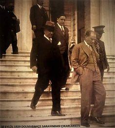 Dolmabahçe Sarayından çıkarken... İstanbul, 30 Eylül 1929