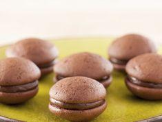 Mogyorókrémes tallérok Recept képpel - Mindmegette.hu - Receptek Macarons, Hamburger, Sweets, Bread, Cookies, Cake, Food, Crack Crackers, Gummi Candy