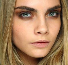 How to get thicker, fuller brows like Cara Delevingne Regrow Eyebrows, Tweezing Eyebrows, Thick Eyebrows, Threading Eyebrows, Perfect Eyebrows, Eye Brows, Perfect Makeup, Burberry Prorsum, Backstage
