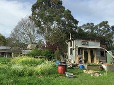 15のトレーラー型タイニーハウスで暮らすオーストラリアの3人家族
