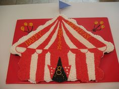 Carnival Tent - About 40 Cupcakes carnival cake consists of about 40 cupcakes. Circus Theme Cupcakes, Carnival Cupcakes, Circus Theme Party, Carnival Birthday, Themed Cupcakes, 3rd Birthday Parties, Birthday Cupcakes, Birthday Celebration, Party Themes
