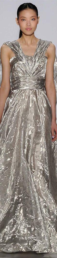 Pamella Roland Spring 2015 RTW (ready to wear) Runway Fashion, Fashion Show, Fashion Walk, Color Fashion, Mode Chic, Glamour, Color Plata, Haute Couture Fashion, Silver Dress