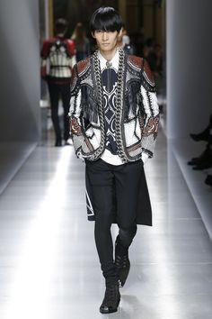 Balmain Spring 2018 Menswear Fashion Show Collection Men Fashion Show, Young Fashion, Fashion Show Collection, Mens Fashion, Fashion Outfits, High Fashion, Mens Leotard, Balmain Men, Blazers