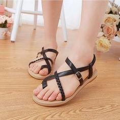 Aquí encontrarás diferentes tipos de sandalias, tanto para el público masculino como para el público femenino. http://sandaliasdefiesta.com/modelos-de-sandalias-de-cuero-para-mujer/
