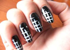 black-and-white-nail-art-stripes-classic