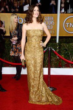 She's a golden girl - Jennifer Garner in karat-heavy Oscar de la Renta (SAG Awards 2013)