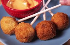 How to Make Fried Mac 'N' Cheese Pops [VIDEO]