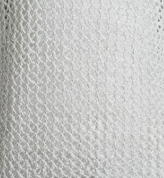 Sportlich und natürlich zugleich: Die offene Waben-Struktur von einem Sommer-Pullover in gehäkeltem Tape-Yarn.