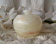 Vintage Onyx Trinket Box Round Stone Box Quartz by cynthiasattic, $25.50