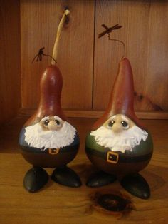 gourds as gnomes. Decorative Gourds, Hand Painted Gourds, Crafts To Make, Fun Crafts, Arts And Crafts, Craft Projects, Projects To Try, Craft Ideas, Gourds Birdhouse