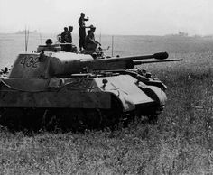 A Panther V Ausf D nr. 432 operating with a Panzer 3 Ausf. L command tank nr. R02