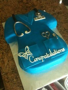 nursing scrubs - carved from a sheet cake and took the cut part and added to the sleve shape. painted all the silver parts with luster dust. the congratulations and butterfly was cut using the cricut cake Cricut Cake, Cupcakes, Cupcake Cakes, Fondant Cakes, Nursing School Graduation, Graduation Cake, Nursing Schools, Graduation Ideas, Nurse Party