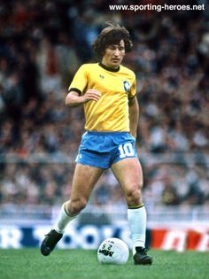 With 48 goals in 71 official appearances for Brazil, Zico is the fourth highest goalscorer for his national team. He represented them in the 1982 and 1986 World Cups. They did not win any of those tournaments, even though the 1982 squad is con Brazil Football Team, Football Icon, Best Football Players, National Football Teams, World Football, Soccer Players, Football Soccer, International Soccer, Football Hall Of Fame