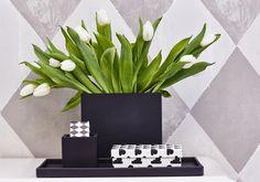 SEJ Design er produceret i sort gummi og ser smukt og enklet ud i boligindretningen.