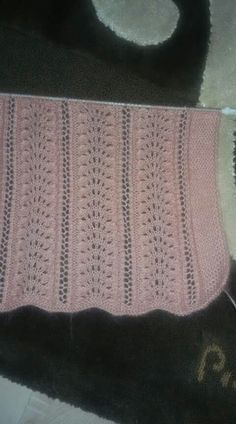 Elegantly Simple Baby Blanket pattern by Jackie Erickson-S Lace Knitting Patterns, Knitting Designs, Knitting Stitches, Free Knitting, Baby Knitting, Stitch Patterns, Diy Crafts Knitting, Crochet Baby Sweaters, Tulip Bouquet