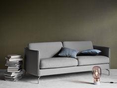 Canapé gris style scandinave, BoConcept. Ce canapé Osaka existe en tissu ou en cuir pour s'adapter à tous les styles de salon !