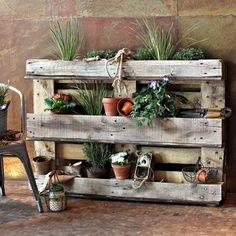 Mobili da giardino fai da te con l'utilizzo dei pallet idee originali per realizzare divani sedie tavoli tavolini fioriere e giardini in verticale legno