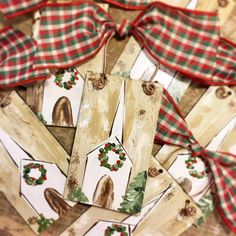 26 Lovely Christmas Wood Signs to Create a Unique Holiday Look - The Trending House Merry Christmas, Christmas Canvas, Christmas Paintings, Christmas Signs, Homemade Christmas, Rustic Christmas, Christmas Projects, All Things Christmas, Holiday Crafts