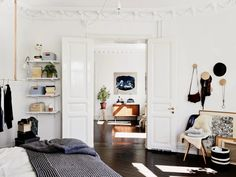 Bohemian black and white apartment in Sweden_8