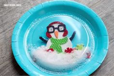 Plastic plate snow globe. 1 paper plate and 1 plastic plate snow globe idea for kids.