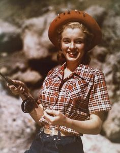 0 mm in jeans on pinterest marilyn monroe norma jean for Marilyn jean fishing