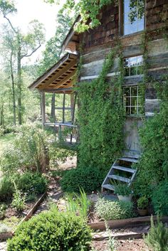 A Southern Restoration: Cabin Fever – Garden & Gun Old Cabins, Cabins And Cottages, Cabins In The Woods, Rustic Cabins, Rustic Homes, Rustic Cottage, Cabin Fever, Comme Un Lion En Cage, Outlander