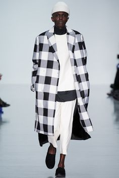 This is 2014 fall/winter collection of Agi & Sam Homme. With over size coat and check pattern are trend. White look that it is matched black shoes and shirts. Also the coat has big check pattern with black and white colors. This look is shown this year of the trend. It looks neat and chic.
