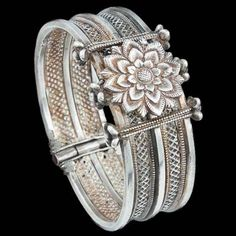 India | Silver Lotus Bracelet from Orissa | ca. early 20th century | 600£