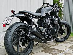 Remarkable brat motorcycle honda - read up on our report for much more creative concepts! Buell Cafe Racer, Norton Cafe Racer, Inazuma Cafe Racer, Cafe Racer Honda, Cafe Racer Build, Cafe Racer Bikes, Brat Motorcycle, Brat Bike, Racing Motorcycles