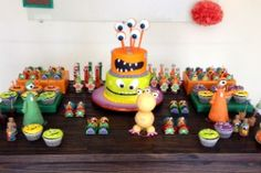Mãe escolhe tema monstrinhos para primeiro aniversário do filho
