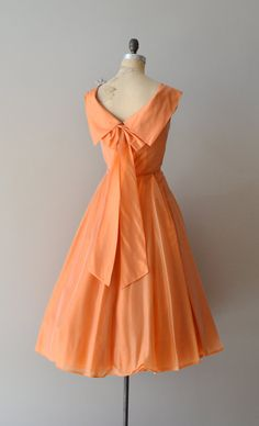 silk 1950s dress (back)  #partydress #vintage #frock #retro #teadress #romantic #feminine #fashion
