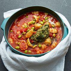 Recept: Tomatig bondsoppa med sojabönor och pesto