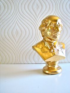 @Megan Ferriell Shakespeare Bust Statue in gold