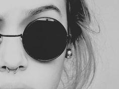 Septum y gafas Lennon