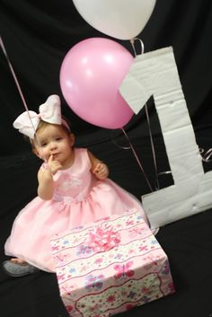 Love this 1st birthday photo!  I love that the one is cardboard
