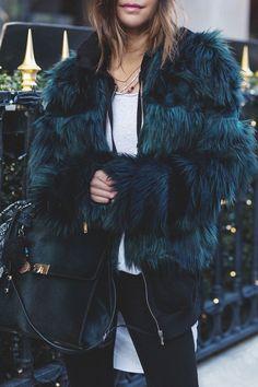 FLUFFY COAT - Les babioles de Zoé : blog mode et tendances, bons plans shopping, bijoux #coatswomen