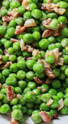 Small, sweet English peas are anything but old fashioned when tossed with bacon and a bit of crème fraiche. Uk Recipes, Side Dish Recipes, Meat Recipes, Whole Food Recipes, British Recipes, English Peas, English Food, English Dishes, Vegetable Side Dishes
