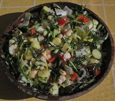 Salade van mosterdblad, komkommer, paprika, witlof, limabonen, amandelschaafsel en krieltjes | www.Alternatief-Idee.net