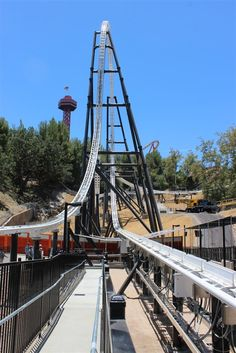 Full Throttle, Six Flags Magic Mountain, California - riders are launched 70 mph (110 km) into the giant 160 foot (49m) loop