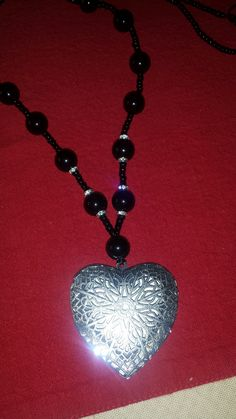 Long necklace with heart and black beads 💝#handmadebyme #neclaces #beadacholic #handmadebyflora